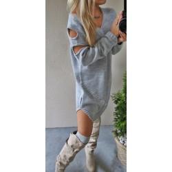 Obszerny  sweter/sukienka  oversize z wycięciami na ramionach
