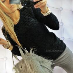 Dopasowany, czarny sweter fluffy, włochacz