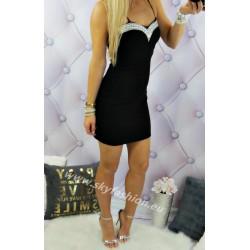zmysłowa sukienka dopasowana mała czarna