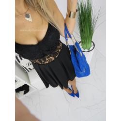 Rozkloszowana sukienka w stylu małej czarnej z dodatkiem gipiury