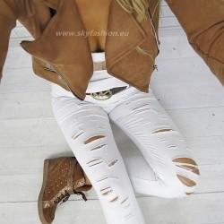 Białe spodnie materiałowe z dziurami