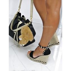 Czarna torebka typu worek ze złotymi detalami