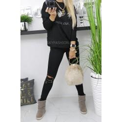 Luźny sweter czarny z  diamentową ozdobą   z przodu