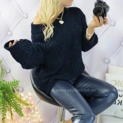 Granatowy sweter oversize